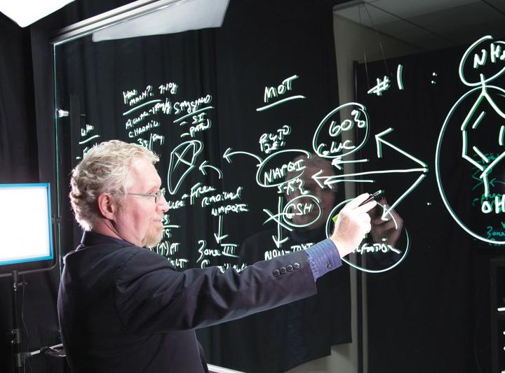 Por que o lightboard facilita a criação de cursos a distância?